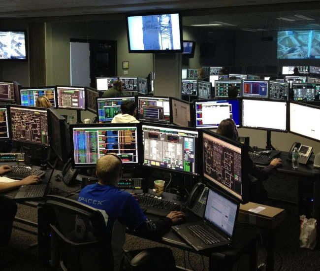 connection-control-center-desk-256219